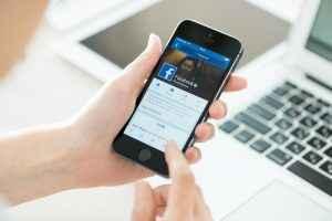 Facebook-Mobile-300x200